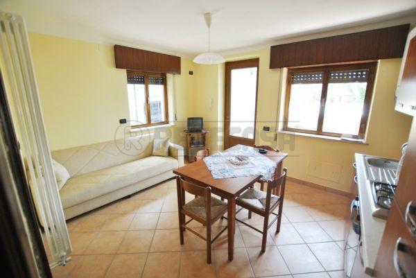 Appartamento in buone condizioni arredato in affitto Rif. 9209040