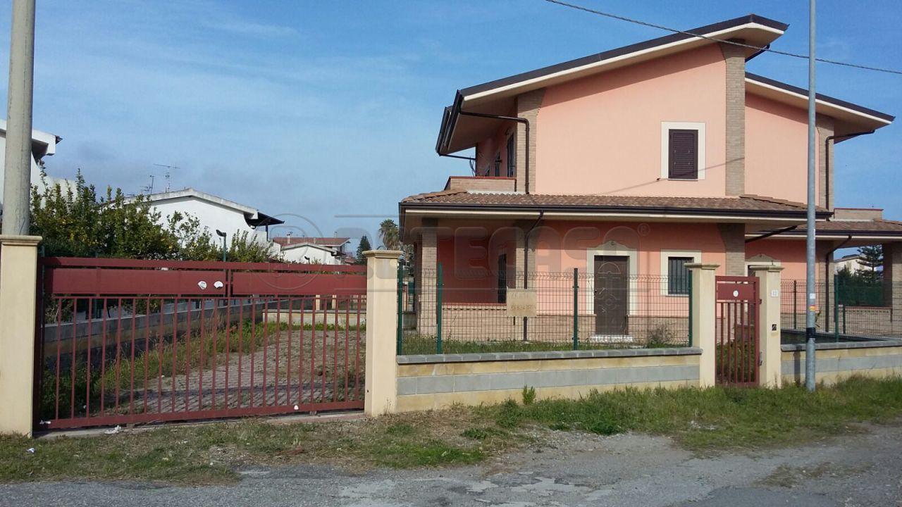 Villa a Schiera in affitto a Sellia Marina, 3 locali, prezzo € 350 | CambioCasa.it