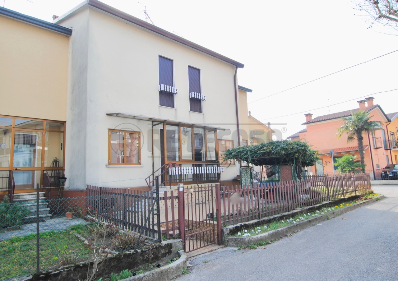Porzione di casa in vendita Rif. 9863157