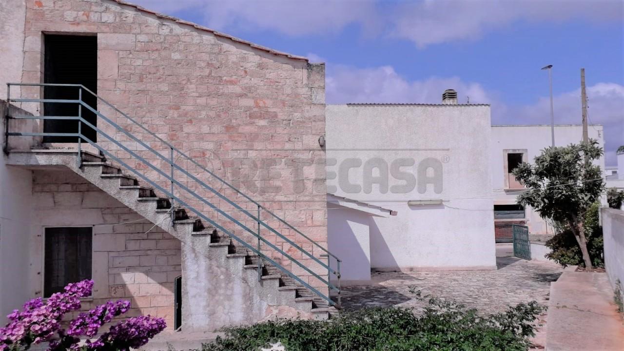 Villetta a schiera in discrete condizioni in vendita Rif. 11033906