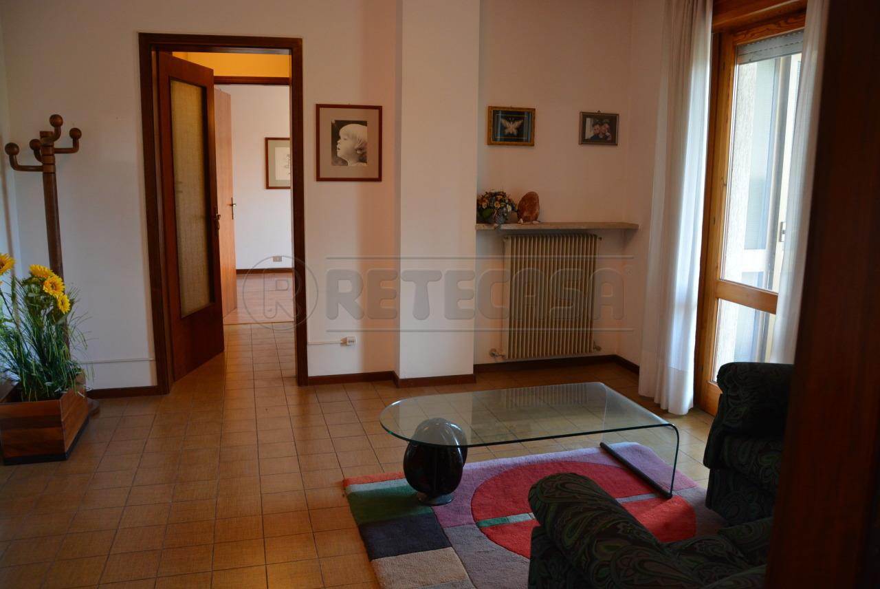 Appartamento in vendita a Corno di Rosazzo, 3 locali, prezzo € 58.000 | CambioCasa.it