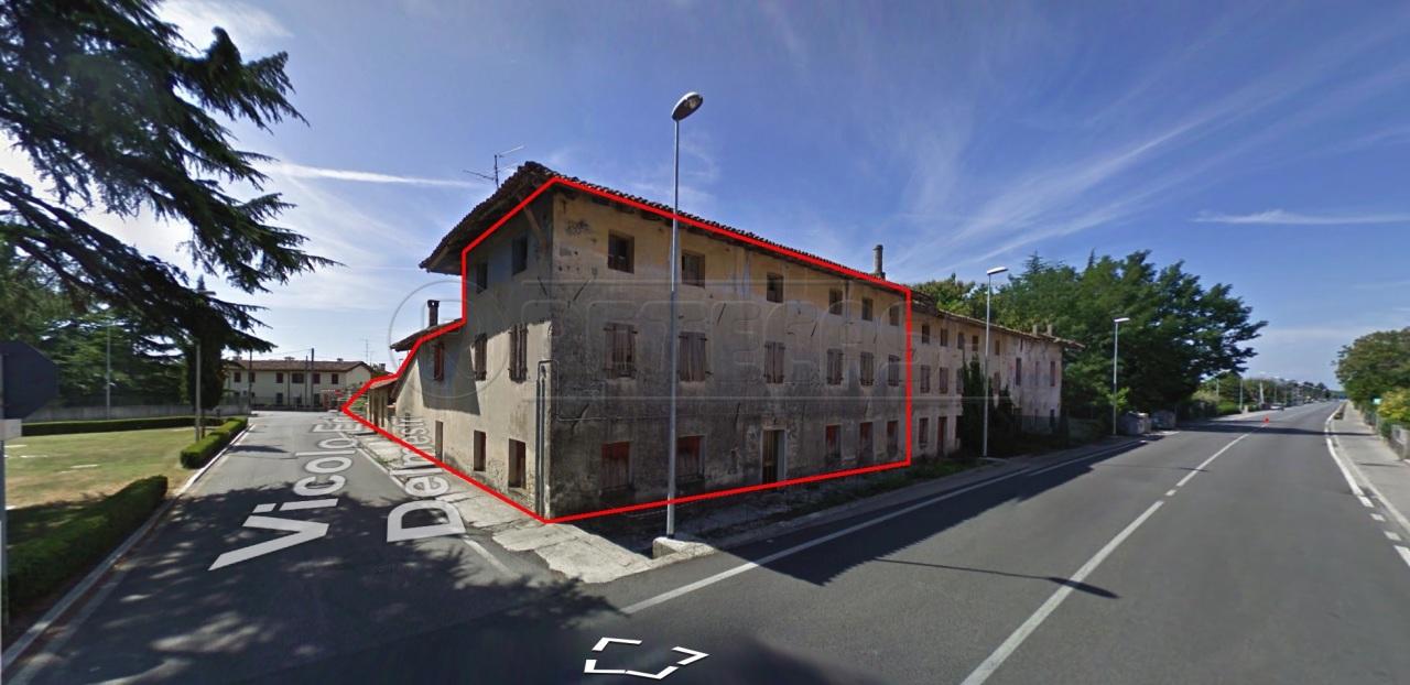 Rustico / Casale in vendita a Visco, 14 locali, prezzo € 59.000 | CambioCasa.it