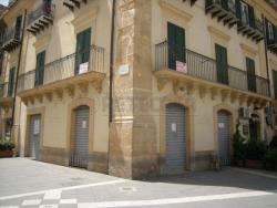 Immobile commerciale in Vendita a Caltanissetta, zona CENTRO STORICO PREGIATO, 150 m²