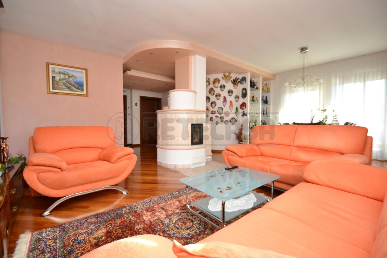 Appartamento in vendita a Valdagno, 7 locali, prezzo € 290.000   PortaleAgenzieImmobiliari.it