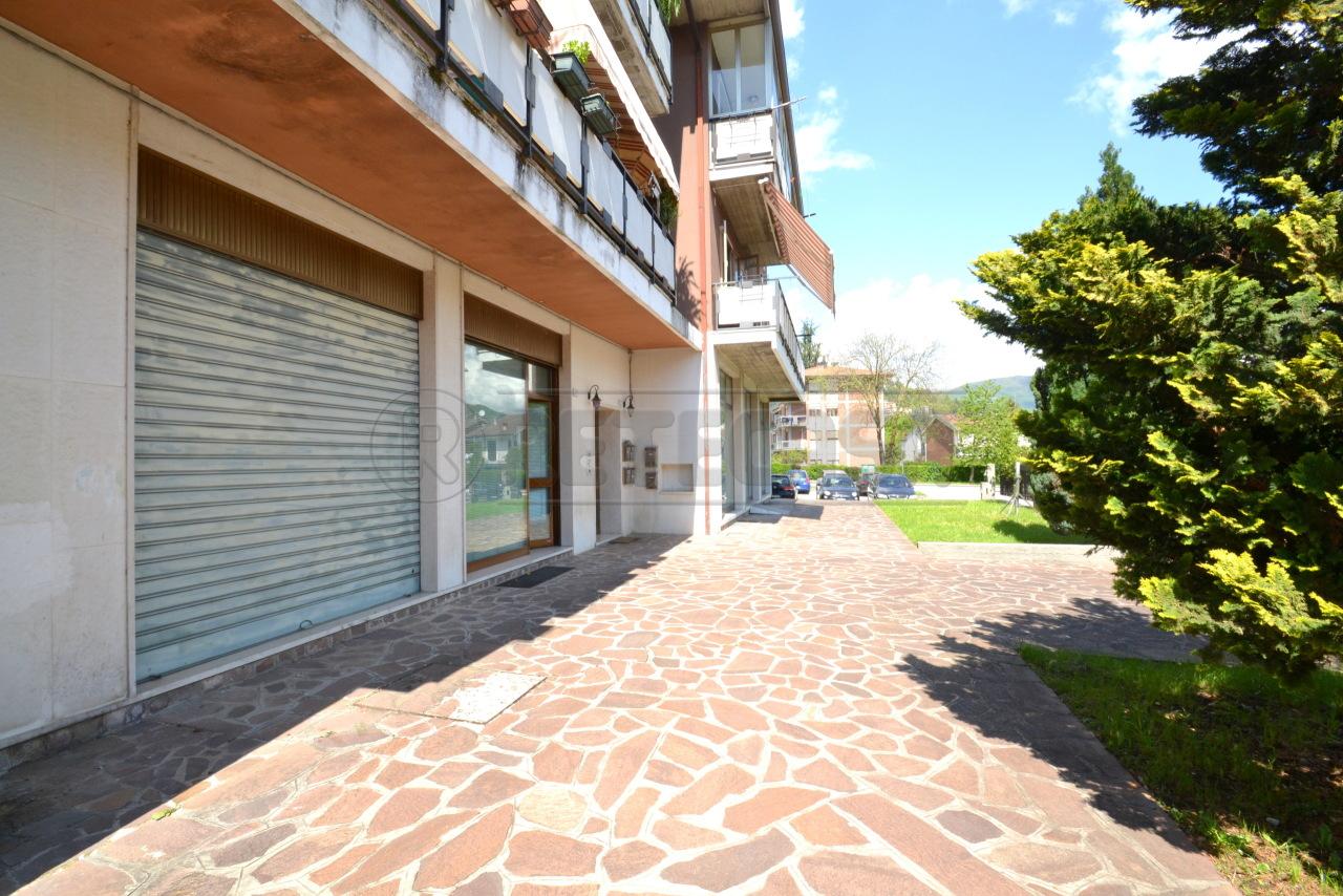 Negozio / Locale in vendita a Valdagno, 5 locali, prezzo € 75.000   CambioCasa.it