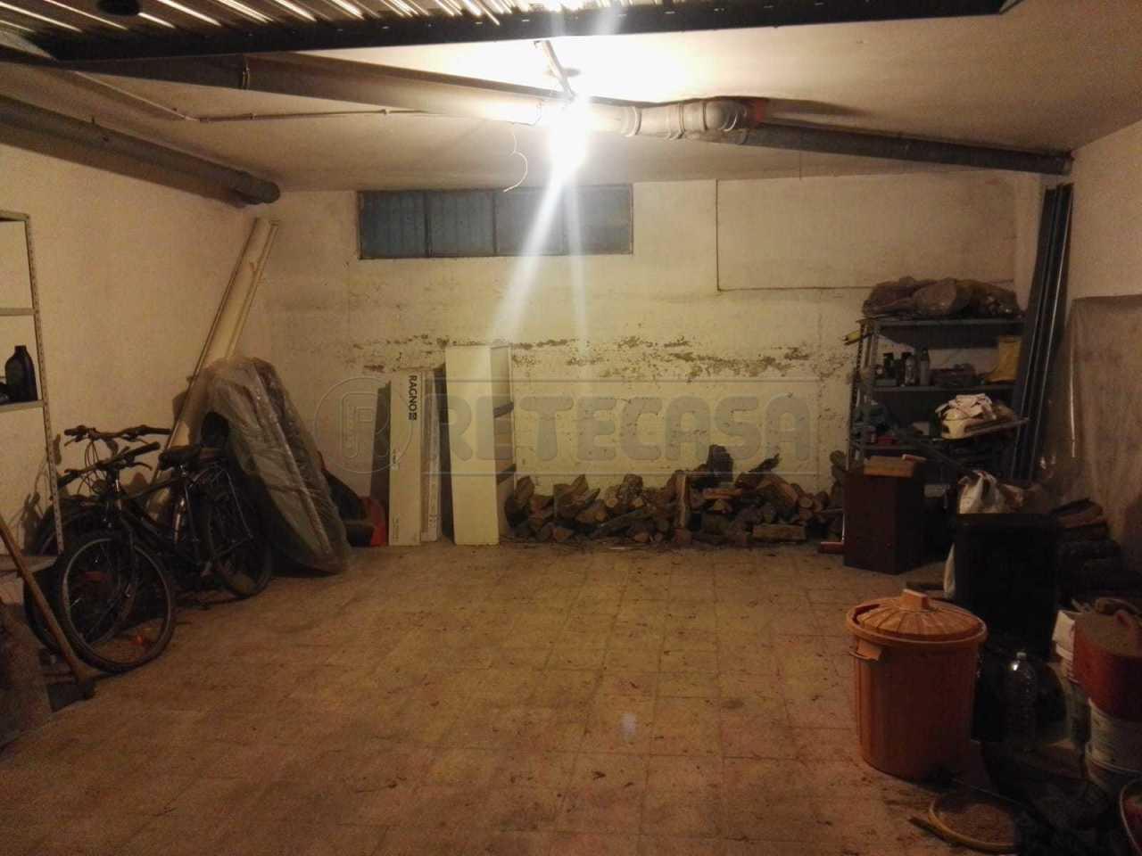 Box e posti auto in buone condizioni in vendita Rif. 7988972