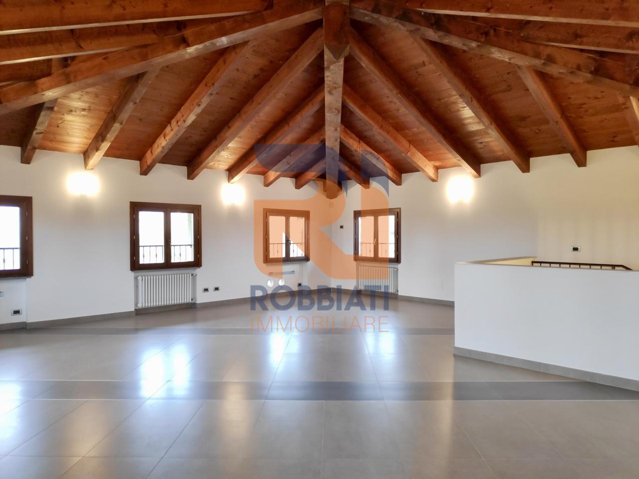 Appartamento in vendita a San Martino Siccomario, 5 locali, prezzo € 288.000 | PortaleAgenzieImmobiliari.it