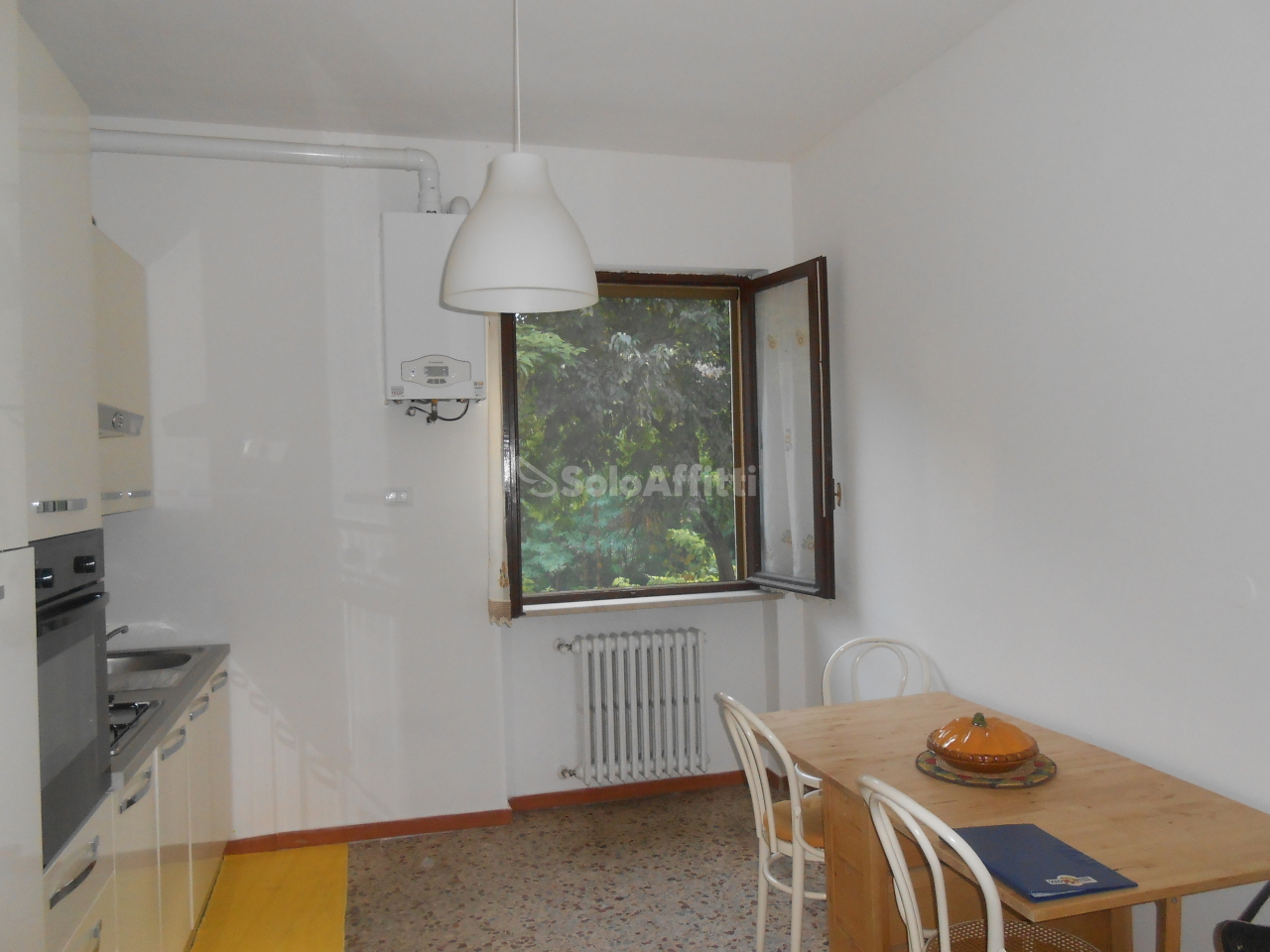 Bilocale in buone condizioni arredato in affitto Rif. 10709210