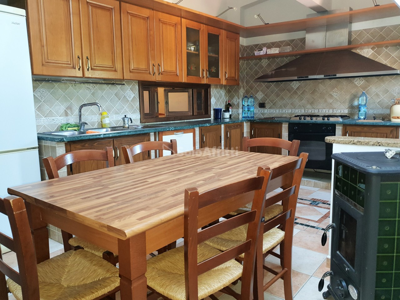Villetta a schiera in buone condizioni arredato in affitto Rif. 7882301