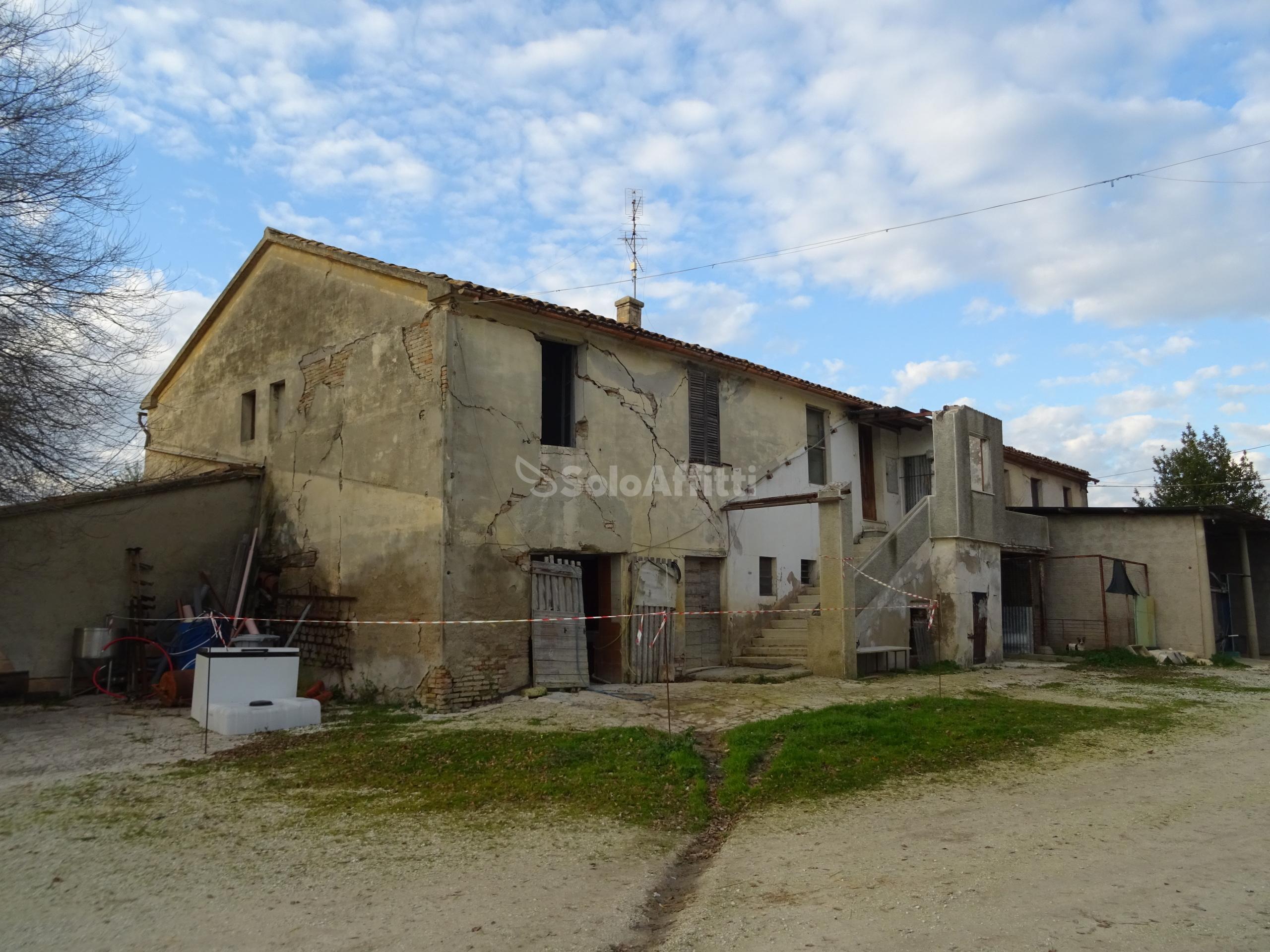 Casa colonica Bifamiliare 10 vani