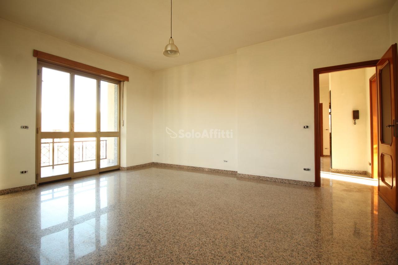 Quadrilocale in buone condizioni in affitto Rif. 11666135