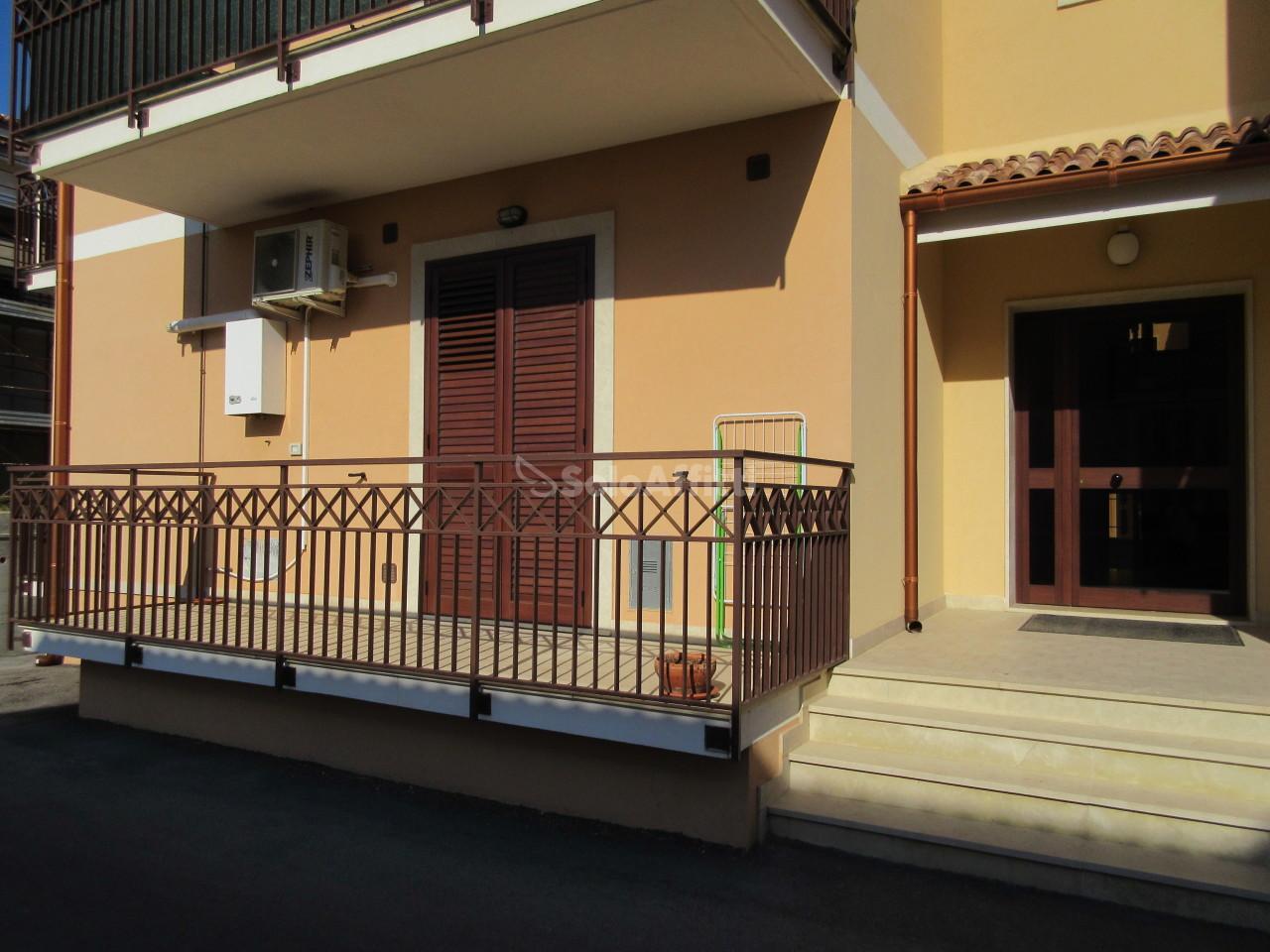 Bilocale in buone condizioni arredato in affitto Rif. 8960073