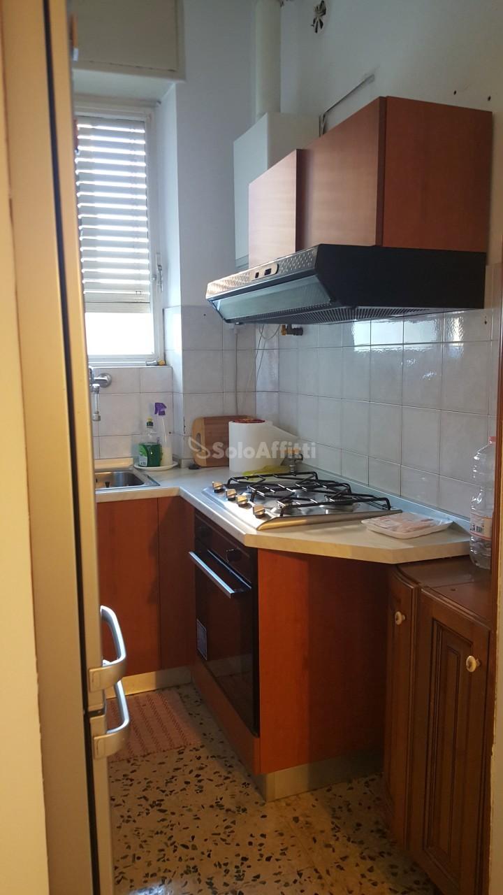 Immagine immobiliare Nichelino - via Torino - In stabile anni '60, proponiamo in affitto a Nichelino, trilocale non arredato, sito al primo piano con ascensore.L'immobile, che è in perfetto stato di conservazione, è disposto internamente come segue:...