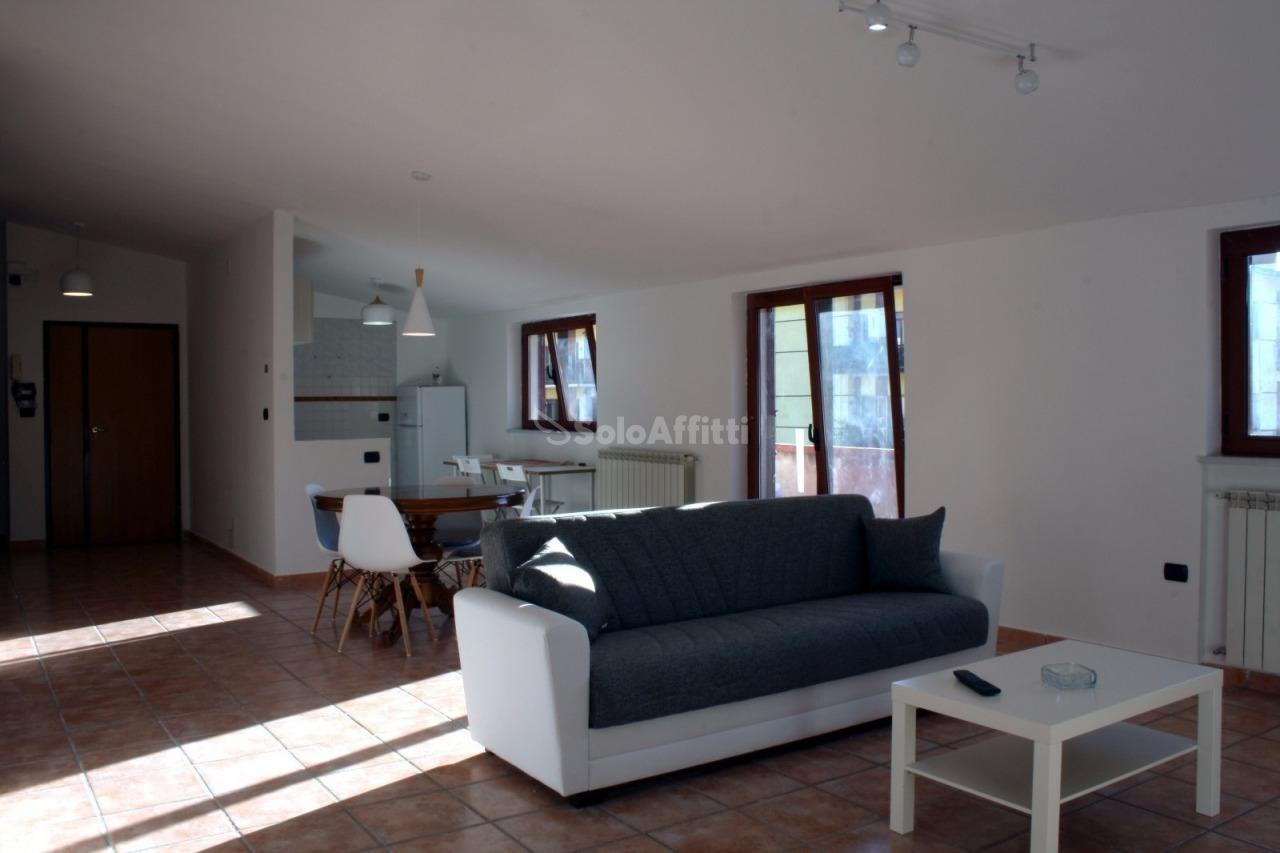 Stanza / posto letto in ottime condizioni arredato in affitto Rif. 11021606