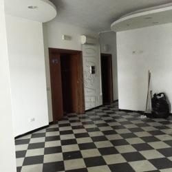 Capannone in Affitto a Arezzo, zona Tribunale Nuovo, 1'800€, 271 m², con Box
