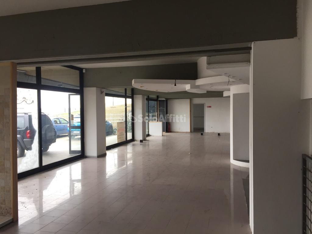 Negozio / Locale in affitto a Chieri, 7 locali, prezzo € 3.000 | PortaleAgenzieImmobiliari.it