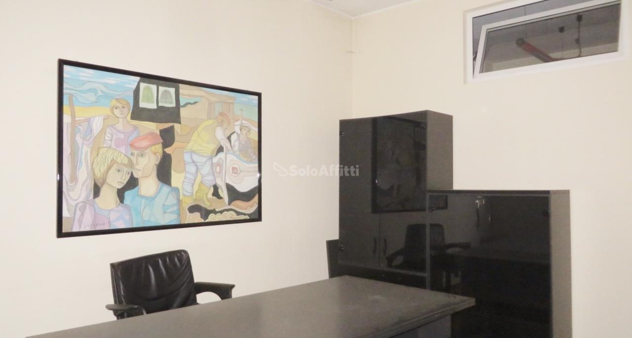 Ufficio / Studio in affitto a Parabiago, 3 locali, prezzo € 800 | PortaleAgenzieImmobiliari.it