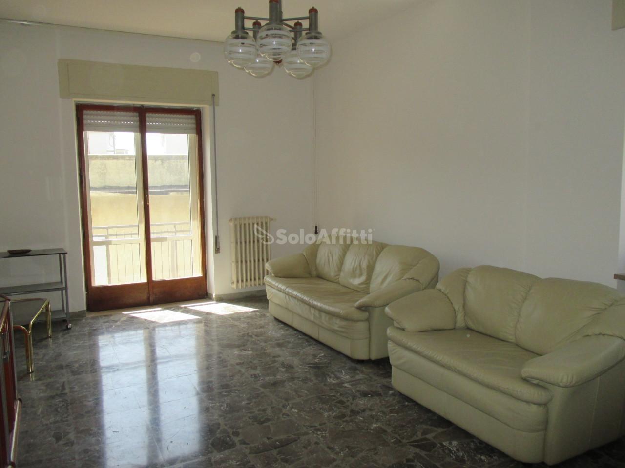 Stanza / posto letto in buone condizioni arredato in affitto Rif. 6535910