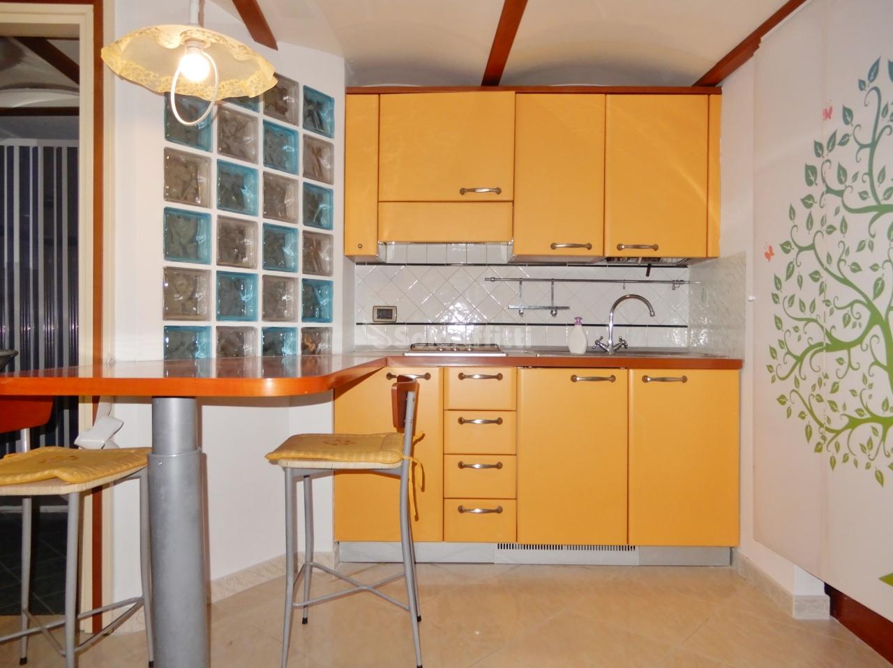Monolocale in buone condizioni arredato in affitto Rif. 10140074