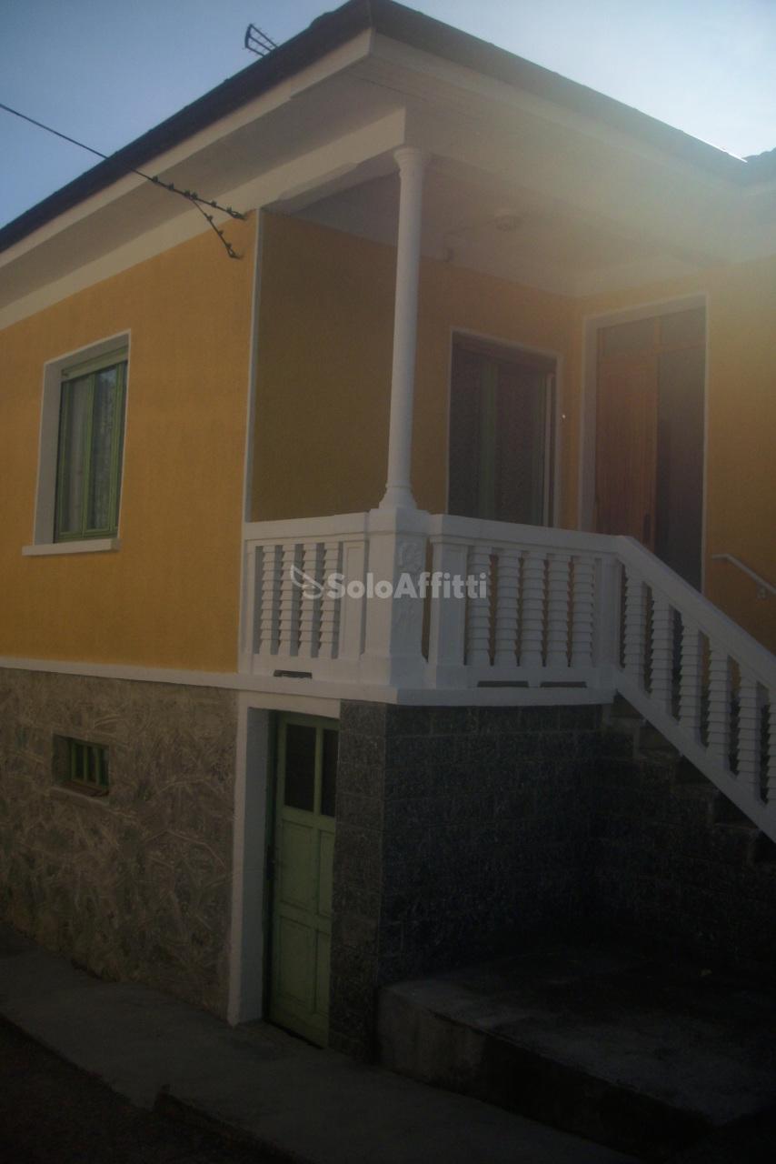 Casa Indipendente in buone condizioni in affitto Rif. 10176123