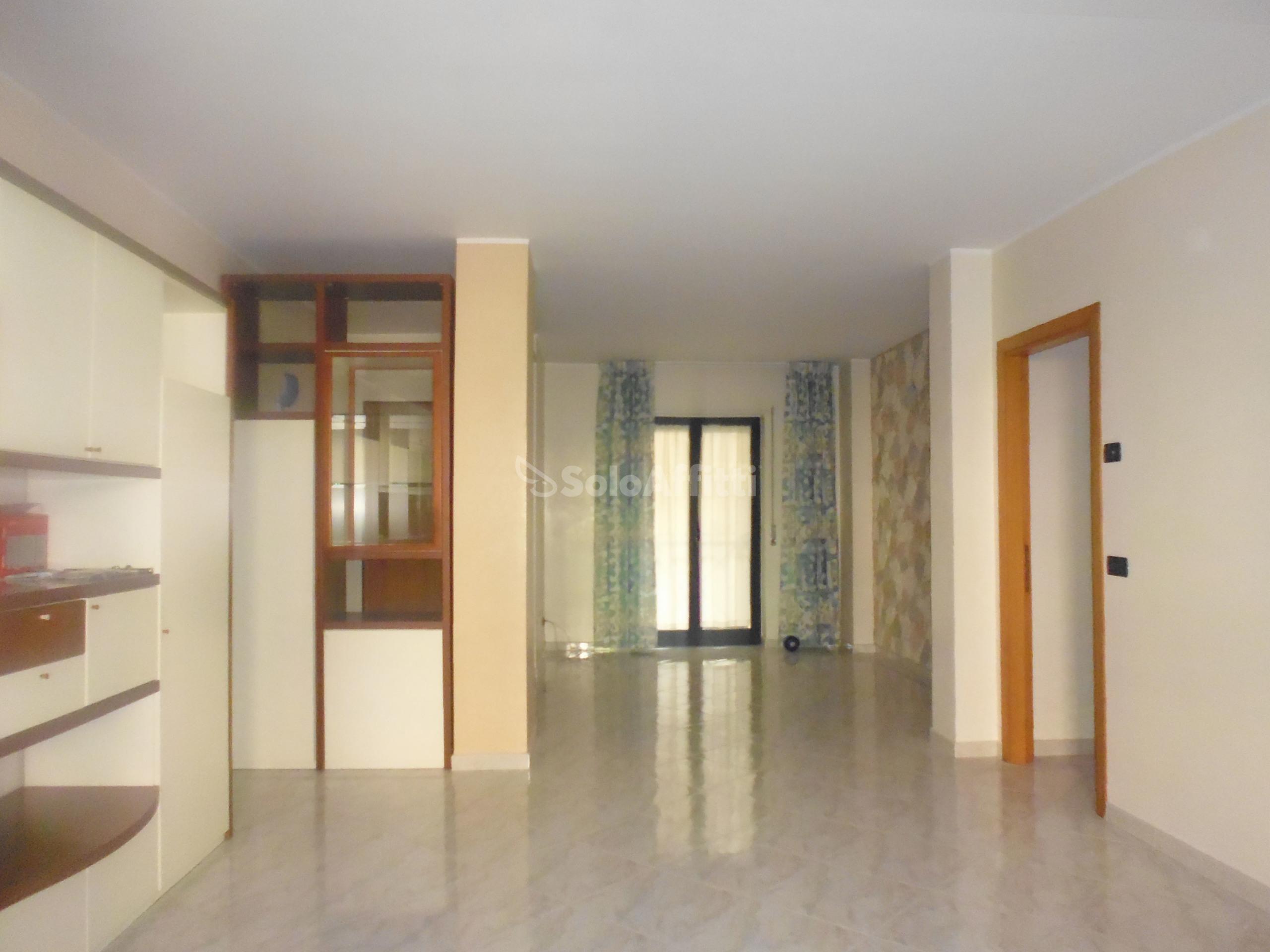 ingresso-soggiorno (4).JPG