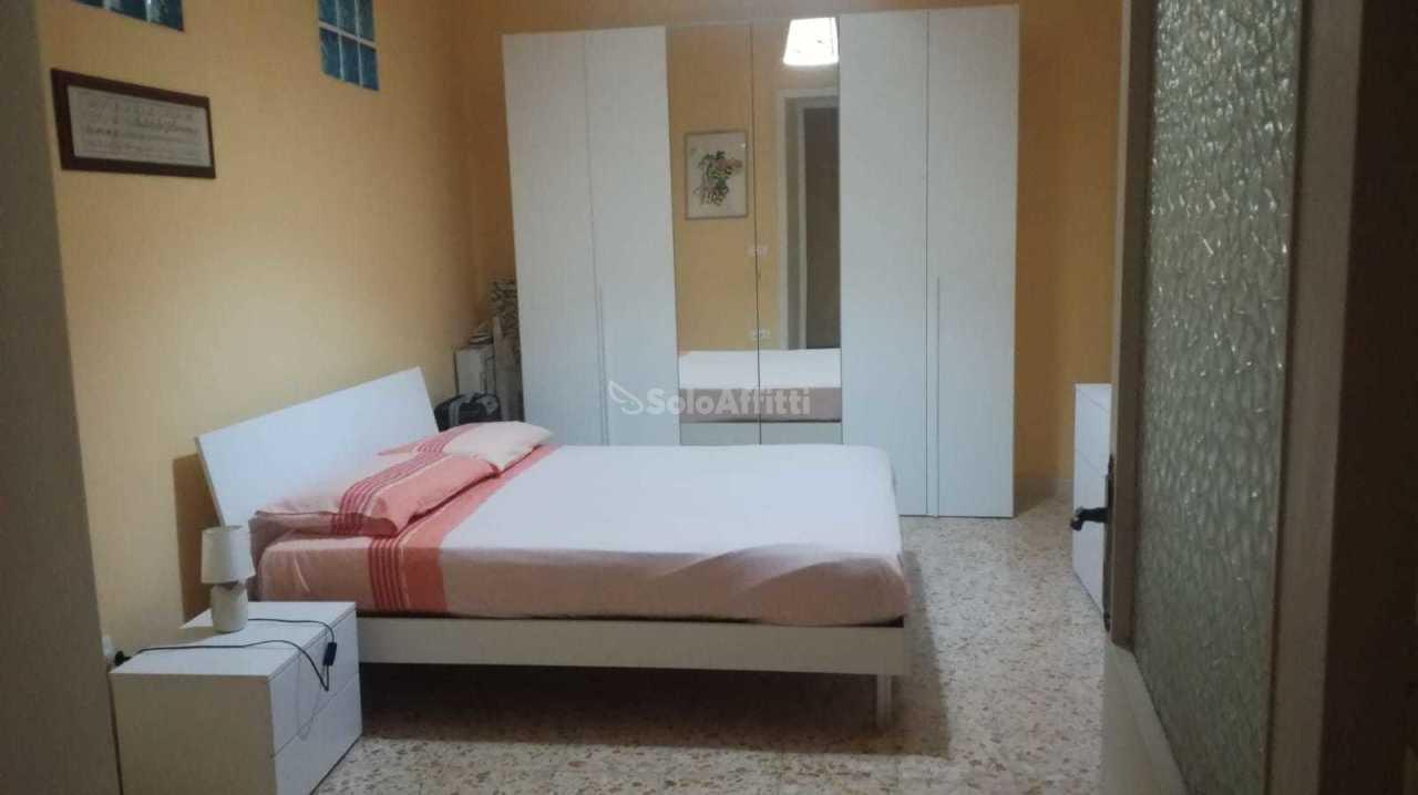 Stanza / posto letto in buone condizioni arredato in affitto Rif. 8743526