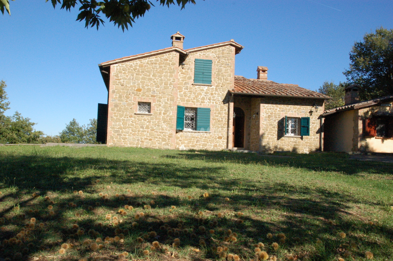 Rustico / Casale in affitto a Piegaro, 7 locali, prezzo € 1.300 | CambioCasa.it