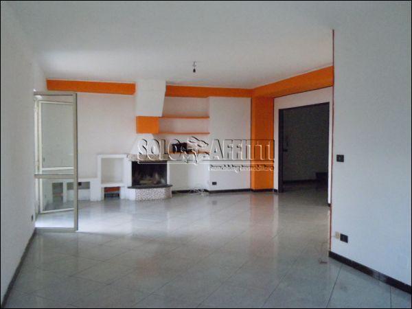 Pentalocale in buone condizioni in affitto Rif. 9697261