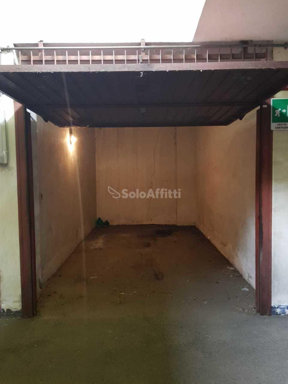Box e posti auto da ristrutturare in affitto Rif. 10404085