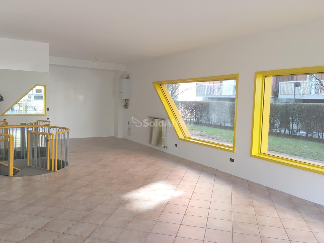Negozio / Locale in affitto a Almè, 1 locali, prezzo € 750 | PortaleAgenzieImmobiliari.it