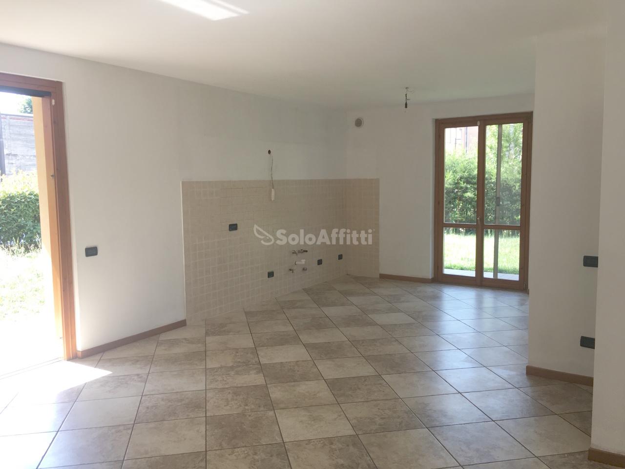 Appartamento in affitto a Calusco d'Adda, 5 locali, prezzo € 650 | PortaleAgenzieImmobiliari.it