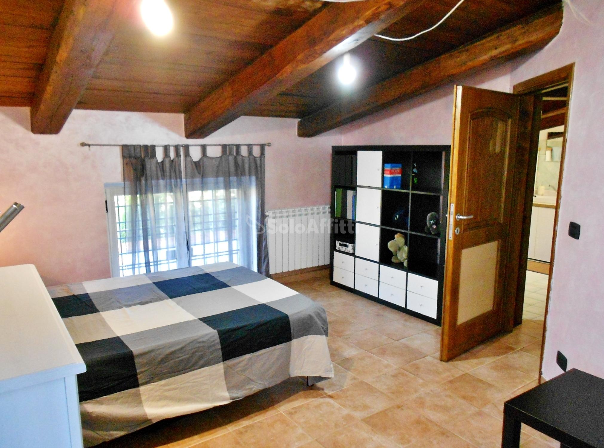 Fiumicino, Isola Sacra - stanza in villa