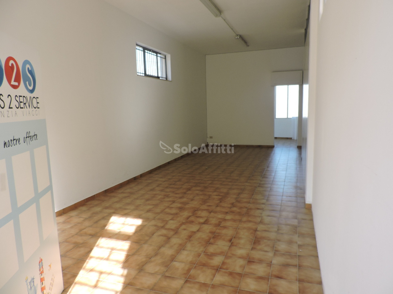 Fondo/negozio - 3 vetrine/luci a Villa Raspa, Spoltore Rif. 4133691