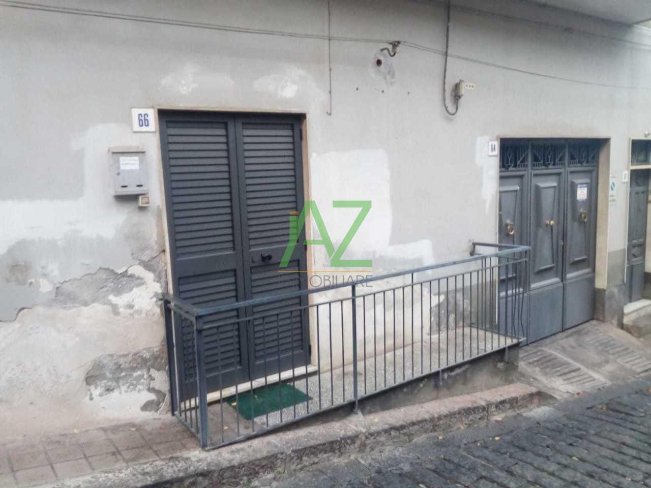 Appartamento in discrete condizioni in vendita Rif. 8703003