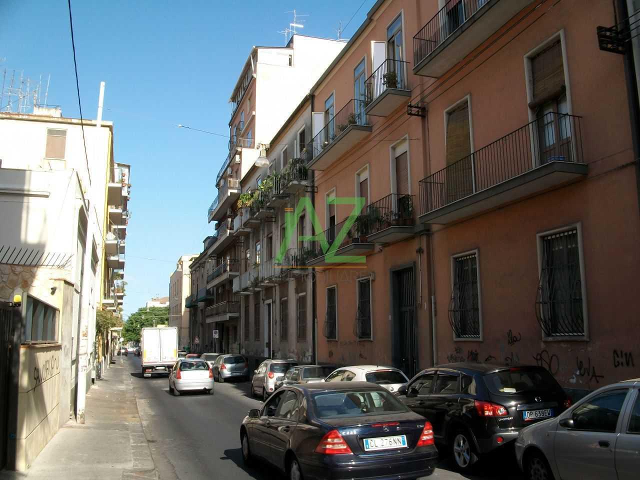 Appartamento in buone condizioni arredato in vendita Rif. 11077353