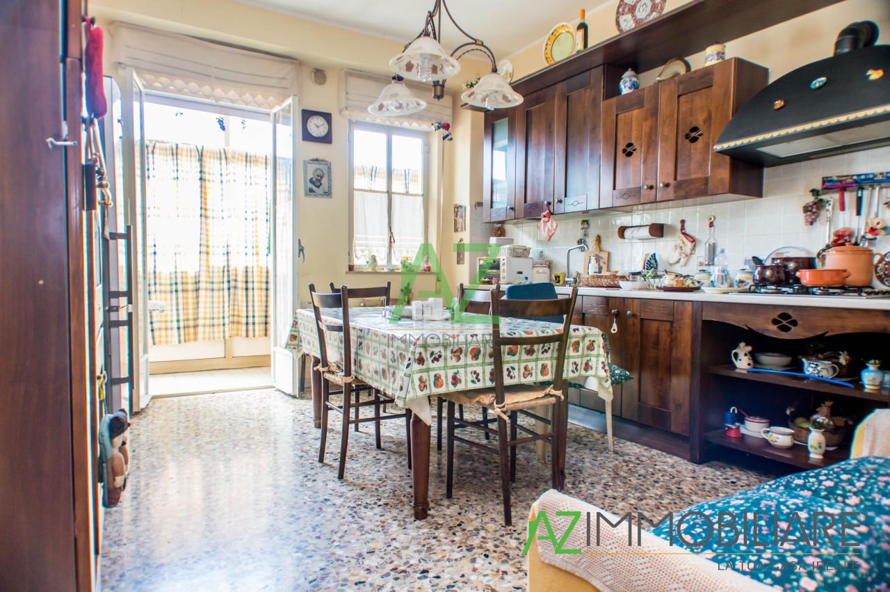 Appartamento in buone condizioni in vendita Rif. 9629902