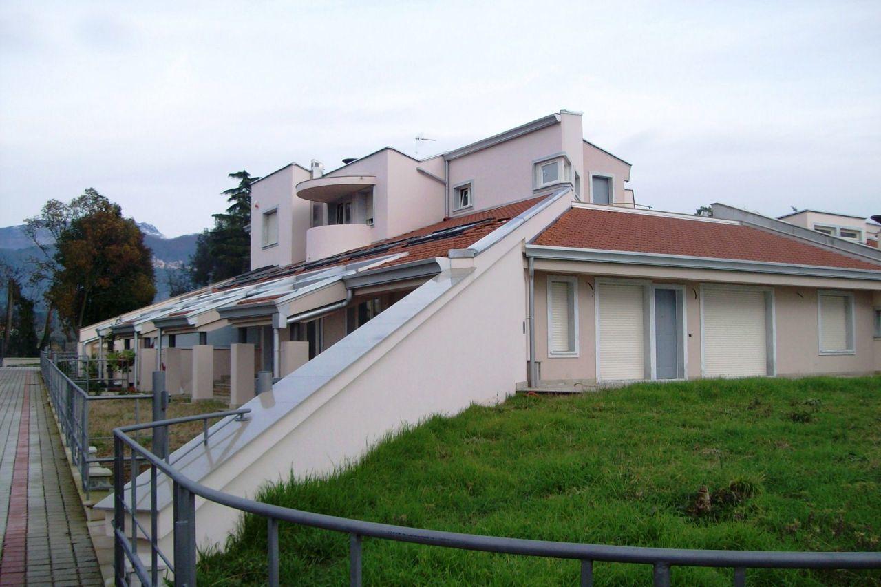 Appartamento in vendita a Ortonovo, 3 locali, prezzo € 290.000 | CambioCasa.it
