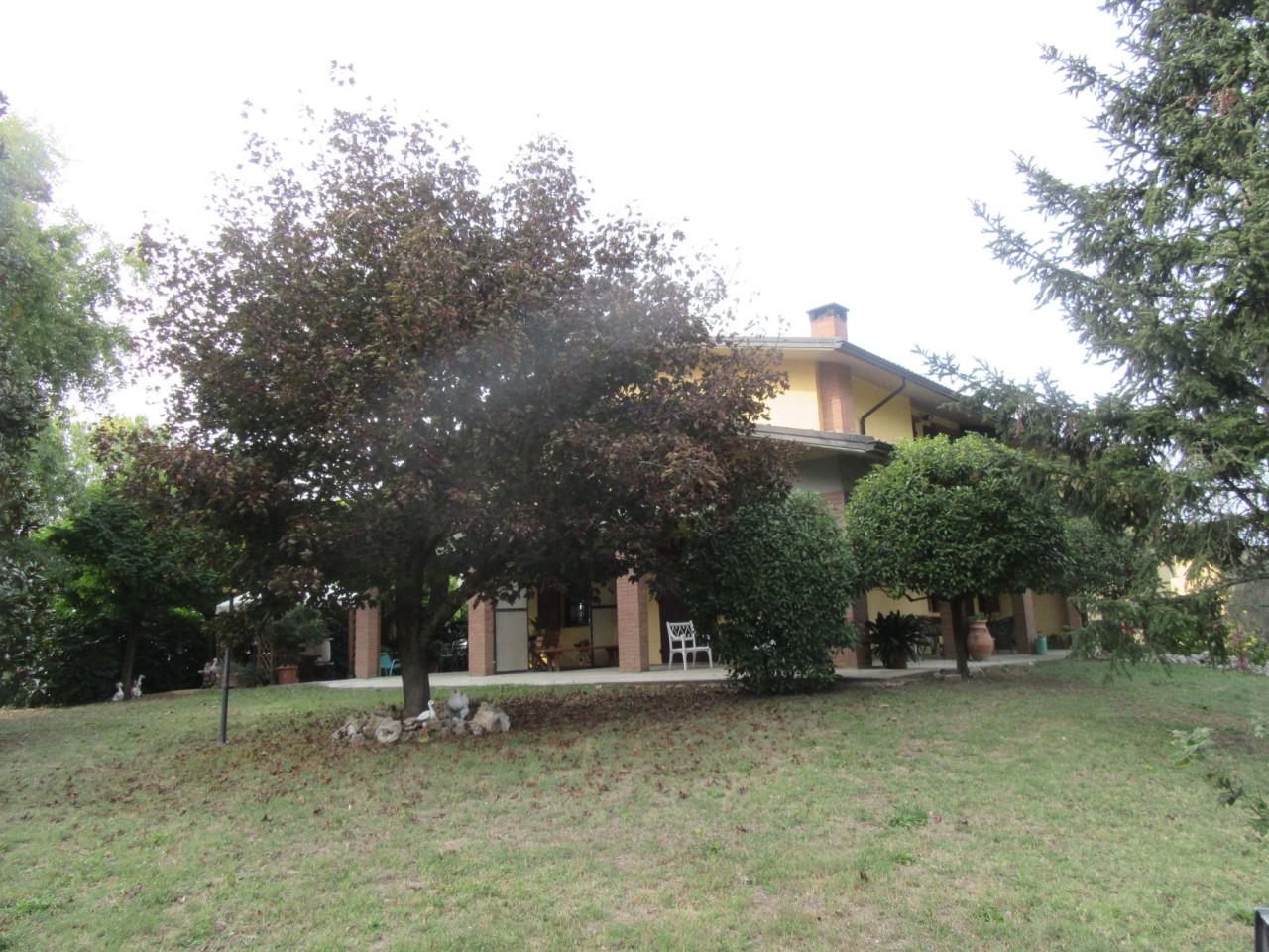 Villa in ottime condizioni in vendita Rif. 8169878