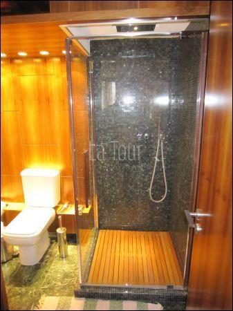 particolare dell'ampio box doccia