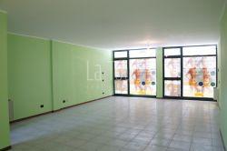 Immobile commerciale in Vendita a Aosta, 95'000€, 60 m²