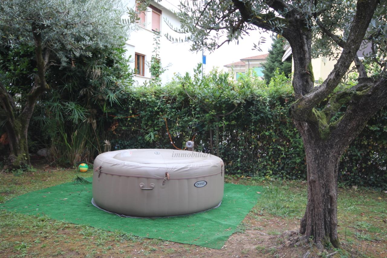Villa divisa in due unità Lucca S. Anna IA03423 img 15