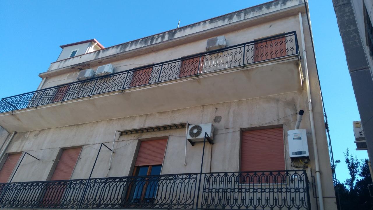 Appartamento in vendita a Reggio Calabria, 3 locali, prezzo € 50.000 | CambioCasa.it