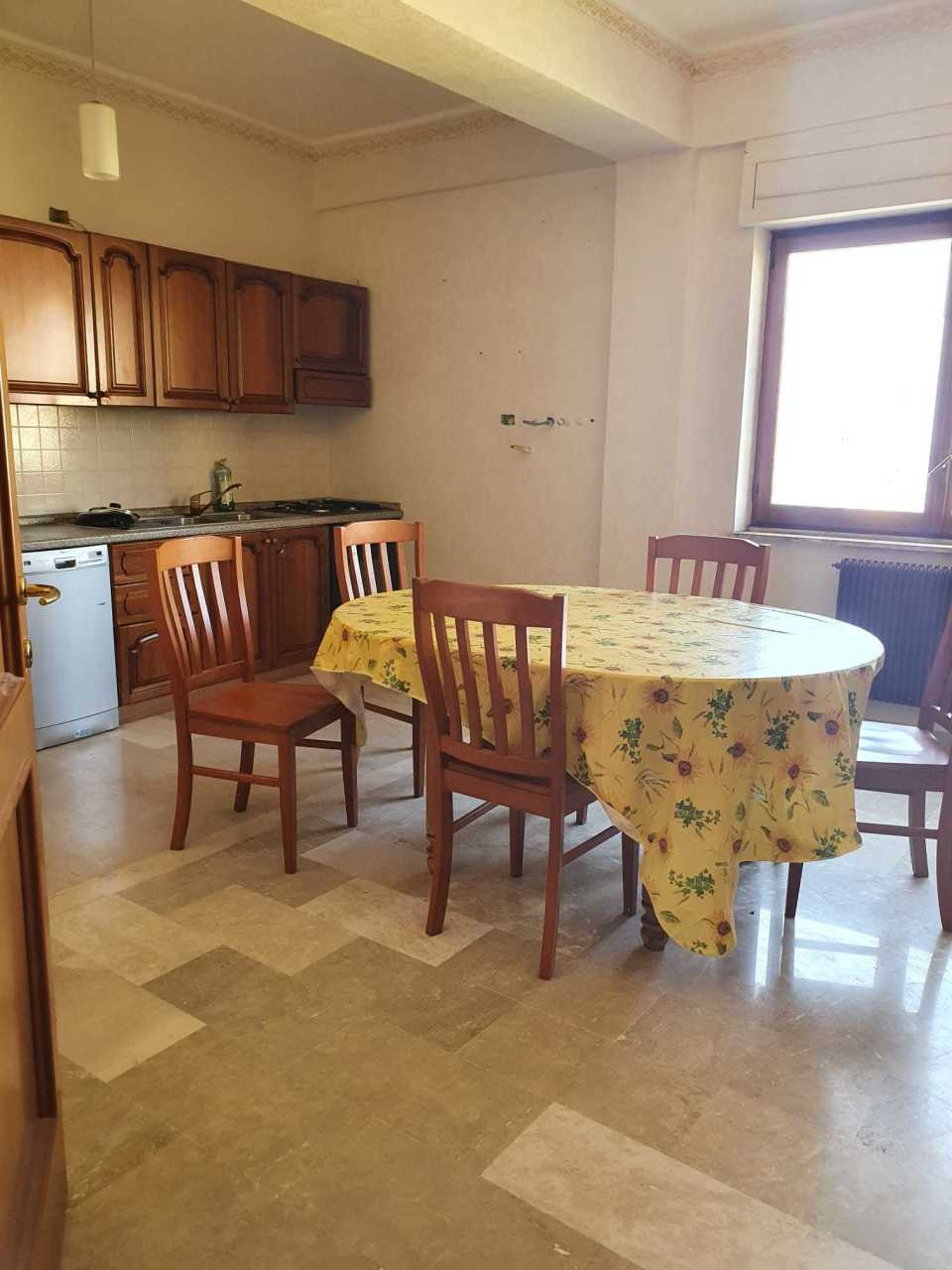 Appartamento in vendita a Reggio Calabria, 5 locali, prezzo € 90.000 | CambioCasa.it