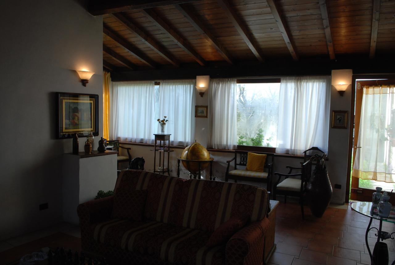 Rustico / Casale da ristrutturare in vendita Rif. 9811278