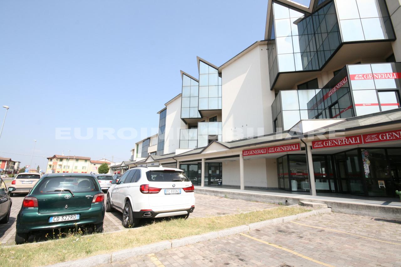 Albergo in affitto a Rovato, 38 locali, prezzo € 12.000 | CambioCasa.it