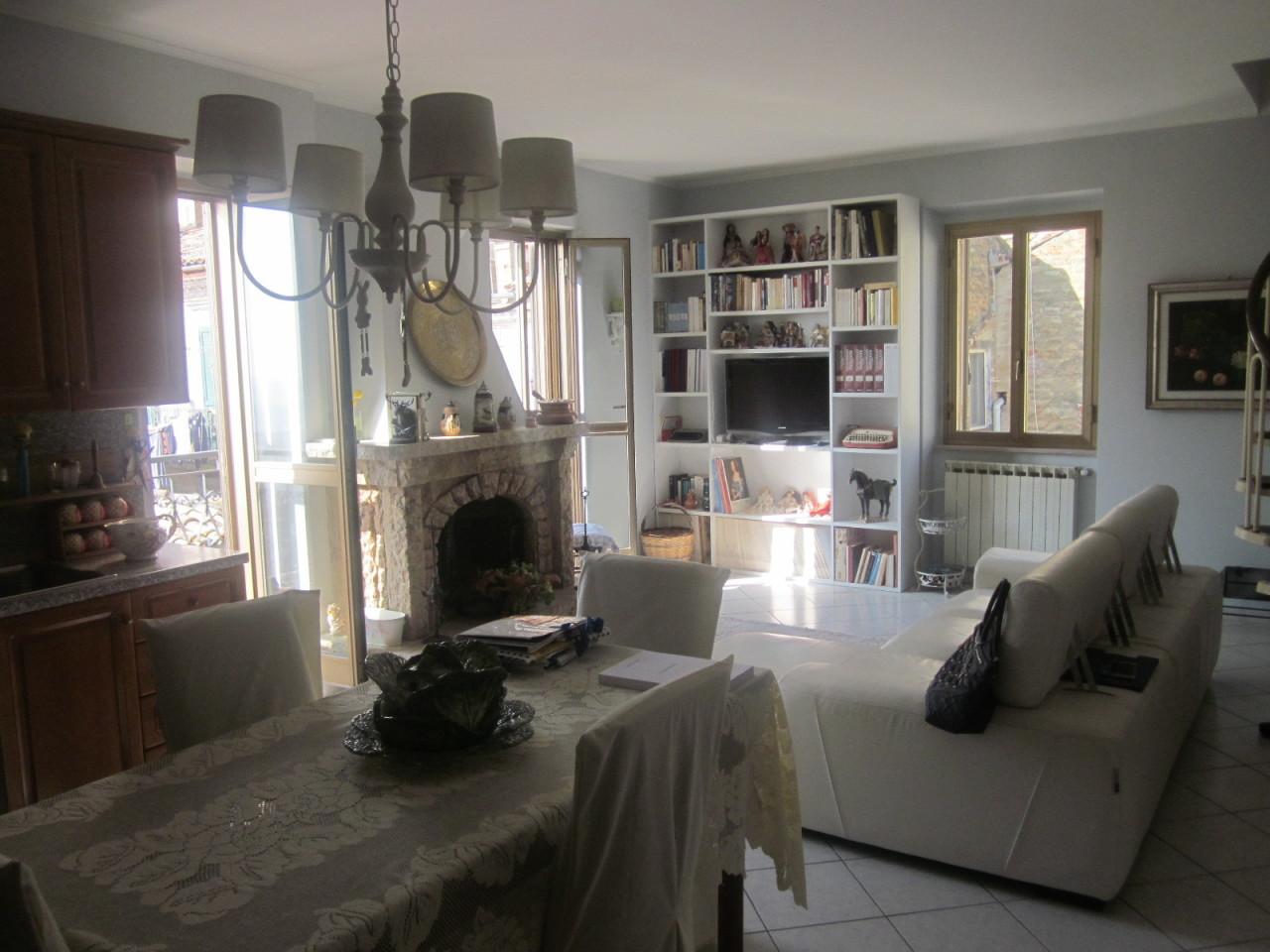 Appartamento in ottime condizioni arredato in vendita Rif. 8756292