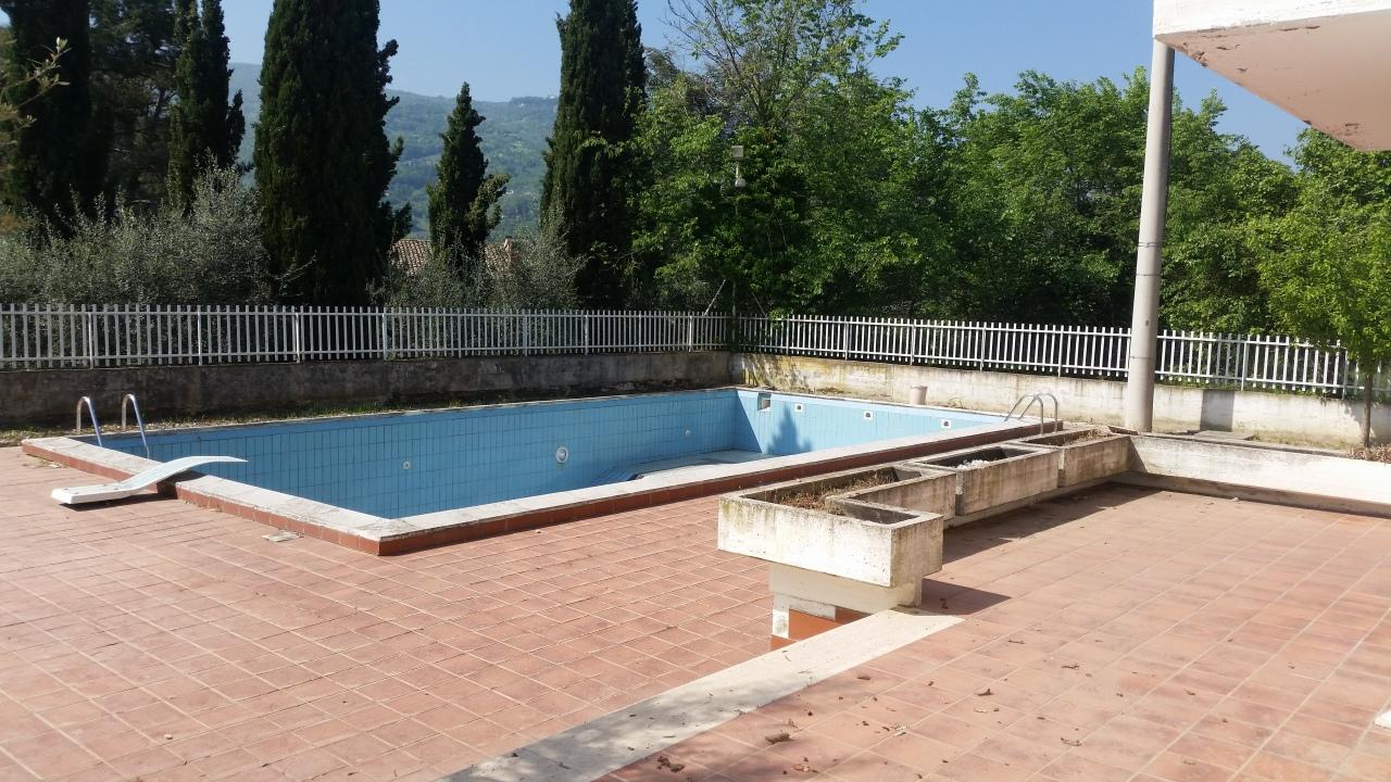 Villa in buone condizioni in vendita Rif. 6387269