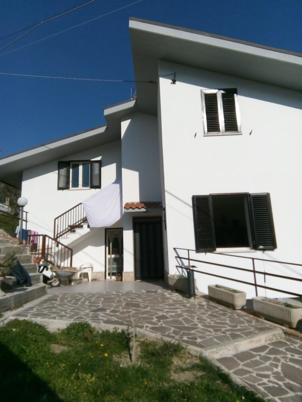 Casa Indipendente in buone condizioni in vendita Rif. 5733174