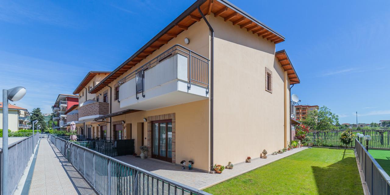 Villa a Schiera in vendita a Manoppello, 9 locali, prezzo € 245.000 | PortaleAgenzieImmobiliari.it
