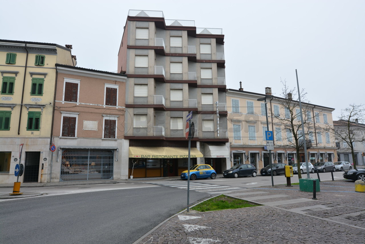 Palazzo / Stabile in vendita a Cervignano del Friuli, 60 locali, Trattative riservate   CambioCasa.it